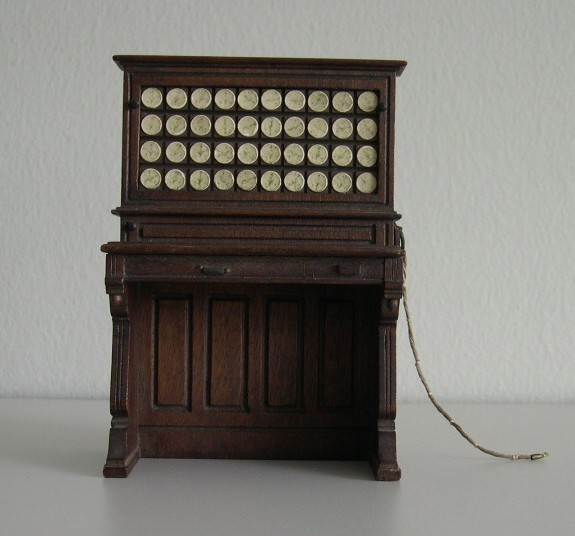 image of View of Herman Hollerith Electric Tabulating Machine salesman's model from the front.